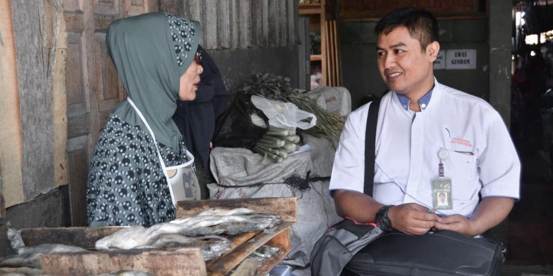 BMT Agent Visits Traditional Market Trader Customer